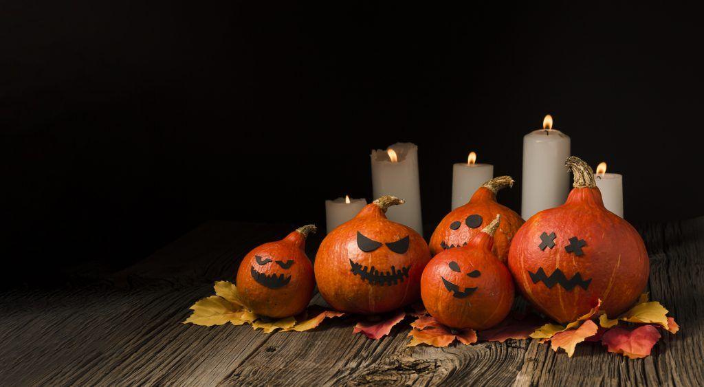 decora casa halloween